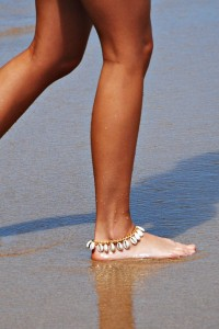 Loving the native vibe of this shell anklet!