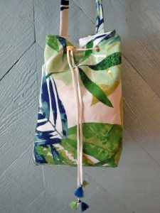 tropical leaf/botanical bucket bag